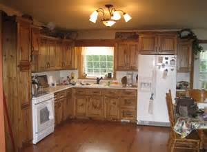 Pine Kitchen Cabinet by Pine Kitchen Cupboards P18 Russell Cabinets