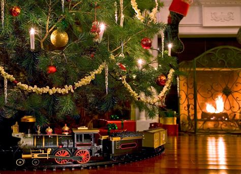 collection best train set for christmas tree pictures