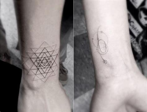 zoe kravitz tattoo bedeutung 33 filigrane tattoo motive mit geometrischen formen