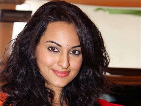 sonakshi sinha hot hd wallpapers gallery blogger tattoo design bild sonakshi sinha hot lips high resolution pictures