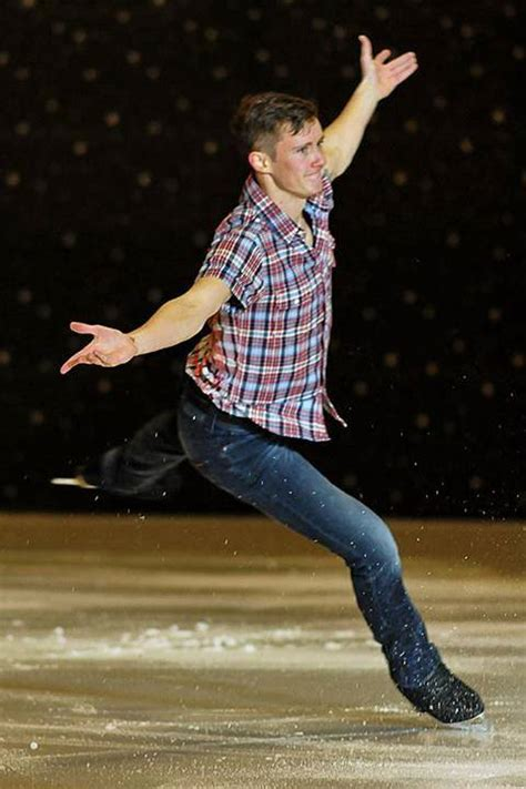 michael j fox ice skating fox foto friday olympian brings team fox ties to sochi