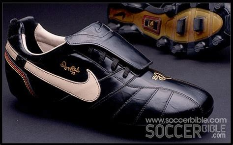 Ak 10r P 015 nike tiempo ronaldinho 10r football boots vault football boots soccer bible