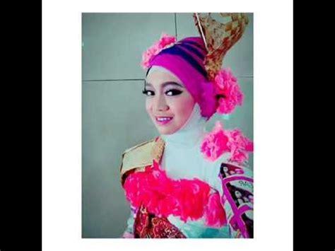 Fashion Baju Daur Ulang fashion show baju daur ulang 2015