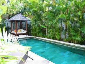 Superbe Piscine Dans Petit Jardin #1: gazebo-abri-jardin-piscine-petit.png