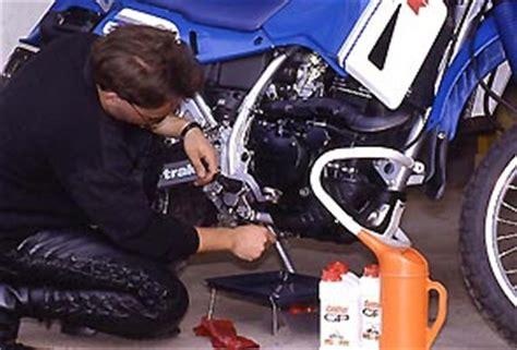 ölwechsel Motorrad by Motorrad 246 Lwechsel Vor Oder Nach Winter Automobil Bau