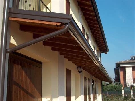 tettoie in legno e tegole pensilina in legno autoportante con tegole dintorni di