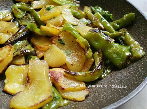 cucinare i friggitelli in padella patate e friggitelli in padella ricette salate da