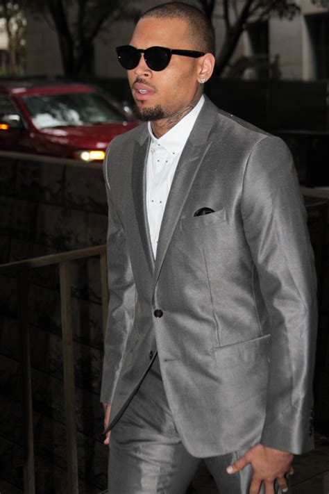 rob likes it when chris brown makes of chris brown ordered to stay 2 more months in rehab photos