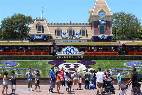 theme park synonym list of synonyms and antonyms of the word disneyland park