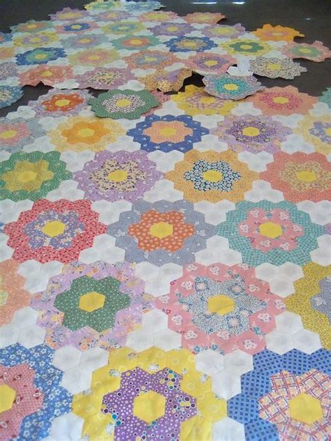 hexagon flower pattern quilt 10 best images about grandmothers flower garden quilt on