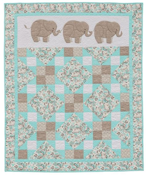 baby coverlets 1000 ideas about elephant quilt on pinterest quilts