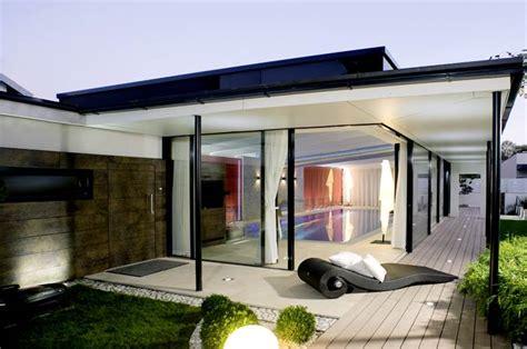 moderne häuser mit holzelementen moderne wintergarten