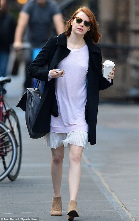 emma stone daily mail emma stone heats up new york city as she goes barelegged