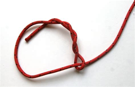 Easy Knots - learn this simple timber hitch knot for emergency shelter