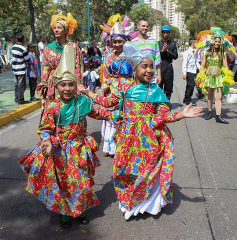 what clothes do venezuelans wear on christmas venezuelans celebrate carnival venezuelanalysis
