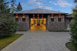 8 car garage 2 bedroom house in washington centered around a 16 car
