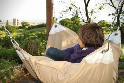 a bean baghammock hybrid le beanock geen zitzak maar een chille hangmat want