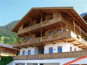 balkon treppen balkon mit treppe holz balkon mit treppe in holz frontal