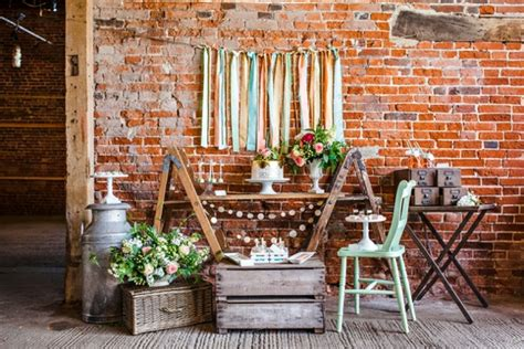 Deko Ziegelwand Garten by Tischdeko Ideen Im Rustikalen Stil Ein Dessert Buffet