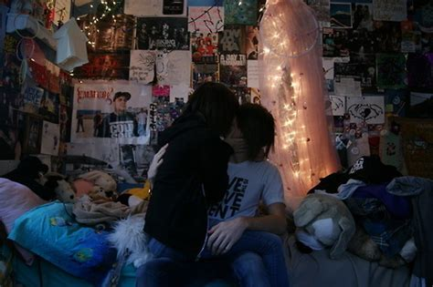 boy girl kissing bedroom bedroom boys bedroom
