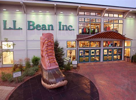 visit the l l bean flagship store in freeport maine