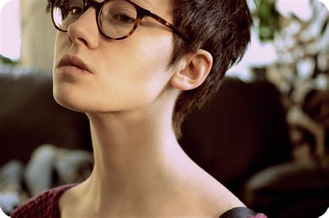 short hairstyles for glasses the best short hairstyles to wear with glasses hair