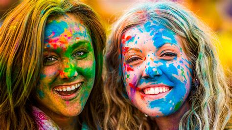 holi wallpaper girl and boy happy holi 2015 girls colorful faces wallpaper best hd