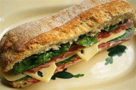 un buen bocadillo un buen bocadillo de salami y queso 62467