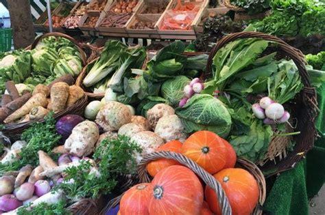 alimenti che aiutano la stitichezza i cibi che aiutano a ripulire l intestino 11 alimenti per