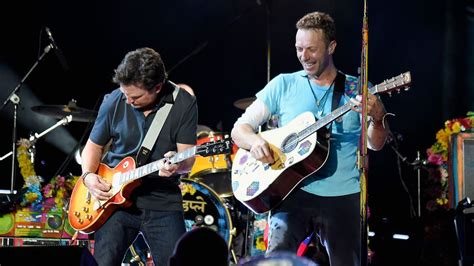 michael j fox with coldplay michael j fox joined coldplay in a dream cover of johnny