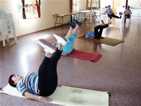 imagenes de yoga para tercera edad yoga en dnia clases de yoga en dnia instructor de yoga
