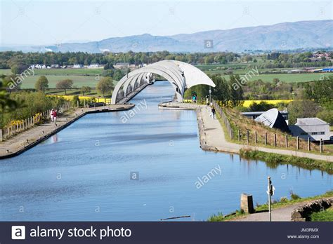 boat lift scotland the falkirk wheel boat lift linking the union canal and