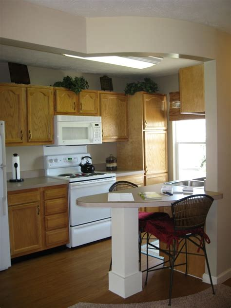 kitchen and eating area picture of heritage trail luxury heritage trail apartments rentals terre haute in