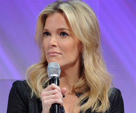 megan kelly fox news lipstick megyn kelly defends trump against chicago protesters