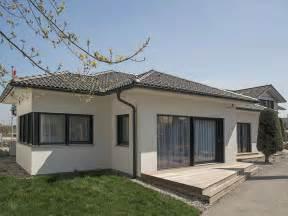 bungalow haus kaufen fertighaus bungalow s141 vario haus fertigteilh 228 user