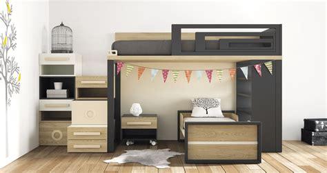 habitaciones juveniles con dos camas literas y trenes te solucionan el problema de espacio