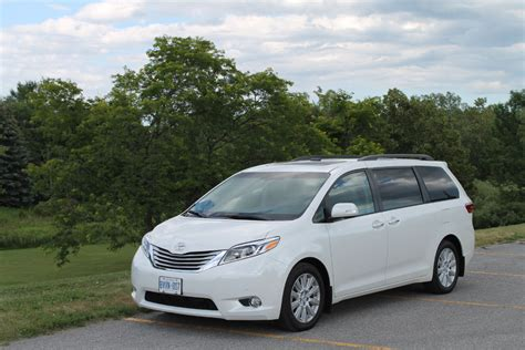 chrysler town country vs toyota how do they
