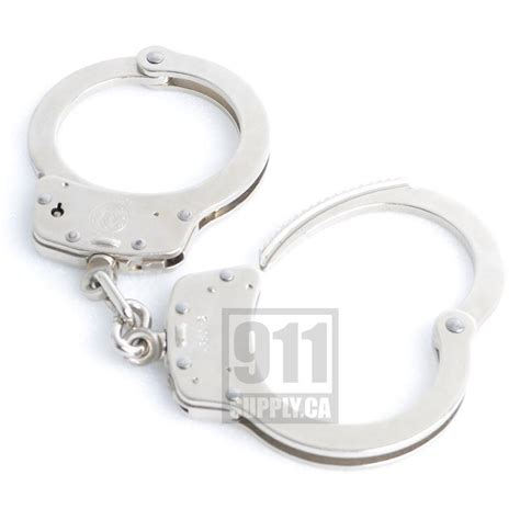 smith and wesson handcuffs model 100 smith wesson handcuff model 100 1 m p nickel 350122