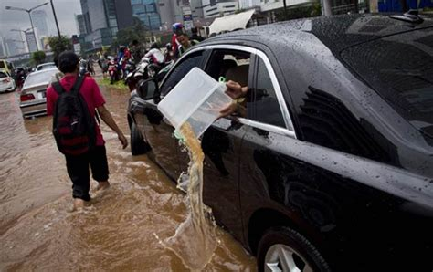 roll royce indonesia indonesian flood messes up a rolls royce autoevolution