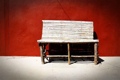 Cahaya Di Tirai gambar meja cahaya kayu putih rumah pedalaman