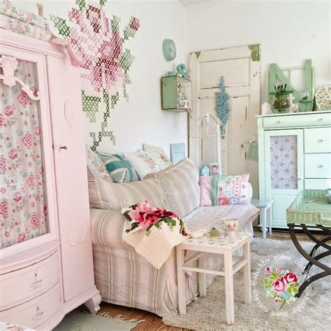 shabby chic cottage style best 25 shabby cottage ideas on cottage chic