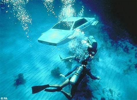 film it s in the water it s bubble o seven james bond underwater car fantasy