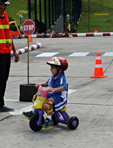 bibite gassate stop nelle scuole wheels day educazione stradale a scuola per bimbi 2 5