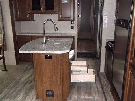Weight Of Granite Countertop by How To Cut And Install Granite Countertops Lc Kitchens