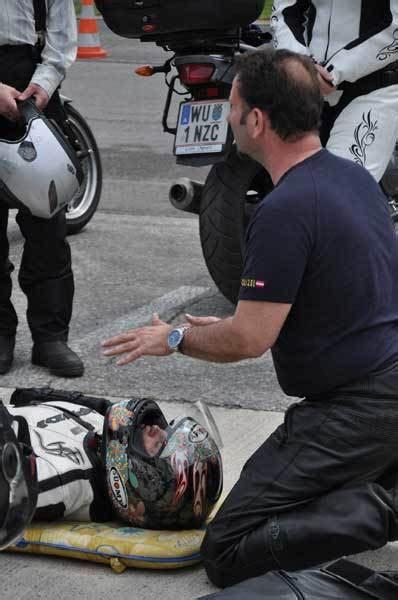 Motorrad Anf Nger Kurs by Motorrad Fahrtechnik Kurse Bei Der Wiener Polizei Auto