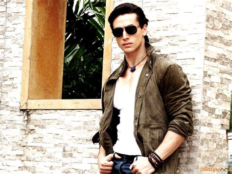 Biography Of Tiger Shroff | tiger shroff biography movies height age wallpapers