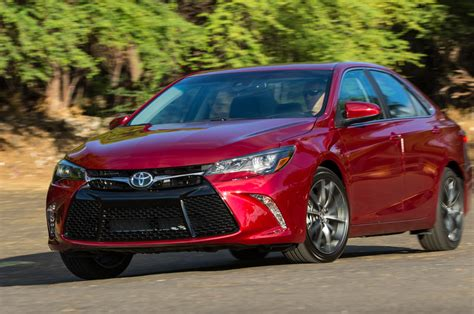 Toyota Camry Xse 2015 Toyota Camry Xse Front Three Quarter In Motion 02