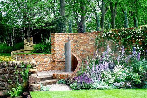Im Garten by Naturstein Oder Betonstein Im Garten Gartentechnik De