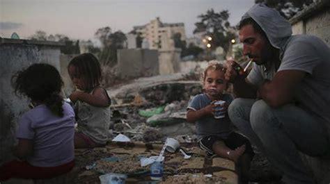 amor pobreza y guerra la guerra y pobreza empujan a familias de gaza a vivir en cementerios