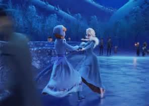 film elsa italiano elsa and anna ice skating gif olaf s frozen adventure